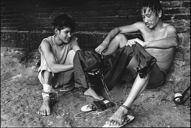 Lu Nan. Prisoner Trying to Dress. Myanmar (2009).