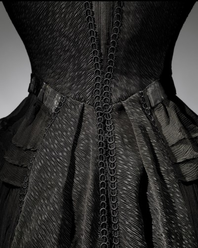 Detail of mourning dress (1902-04). ©The Metropolitan Museum of Art.
